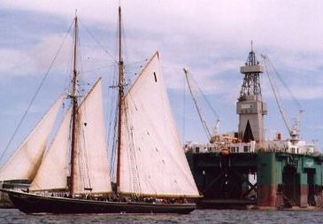 2_bluenose-sailing-past-rig